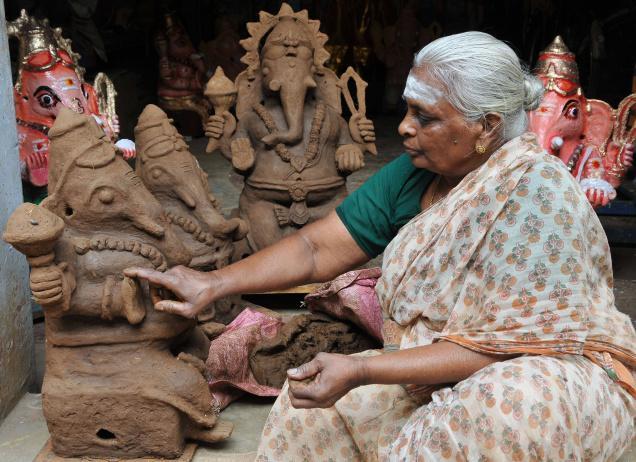 Ganesha idols handmade with love and 'bakthi' | India Bharat